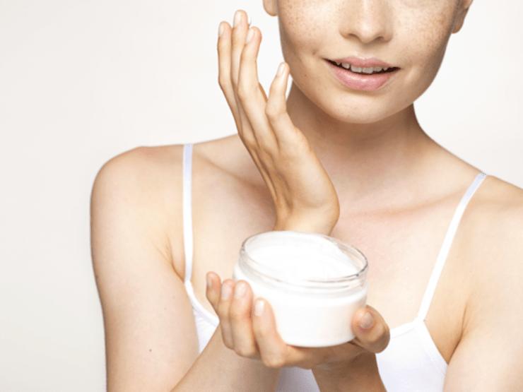 Использование увлажняющего крема для лица